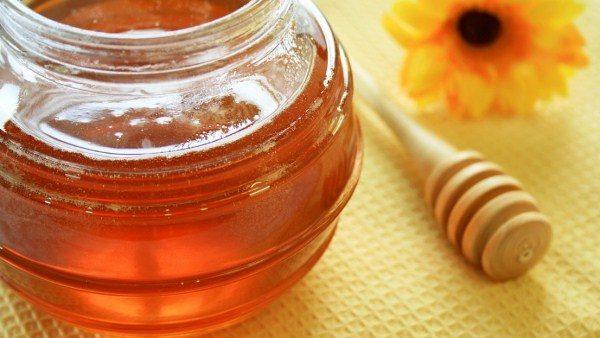 Эспарцетовый мёд в стеклянной банке