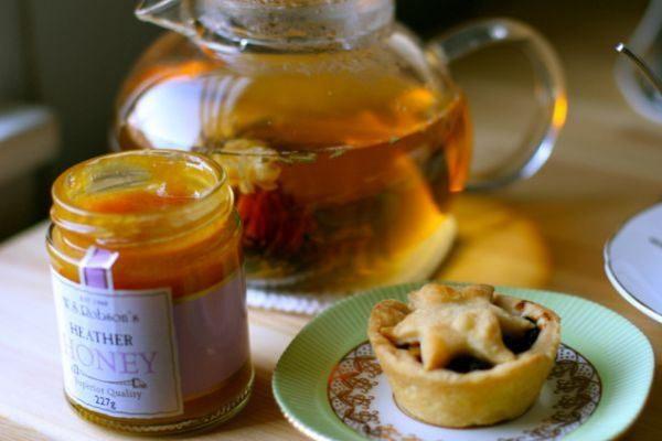 Вересковый мед с чаем