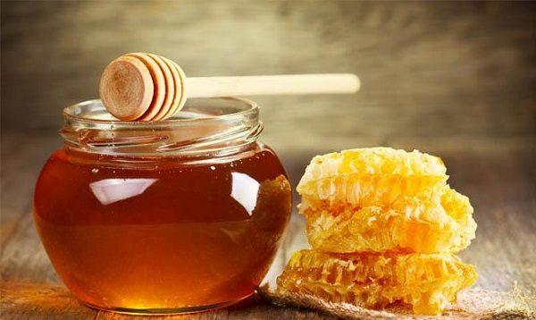 Свежий натуральный мед с сотами