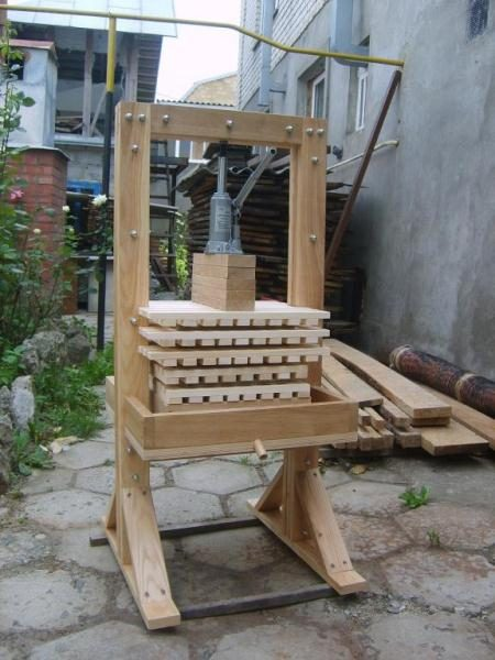 Самодельный деревянный пресс для яблок
