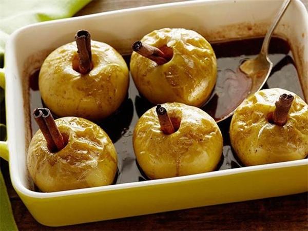 В запеченных яблоках сохраняются макро- и микроэлементы