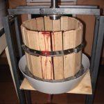 Пресс для яблок с корпусом из деревянных реек