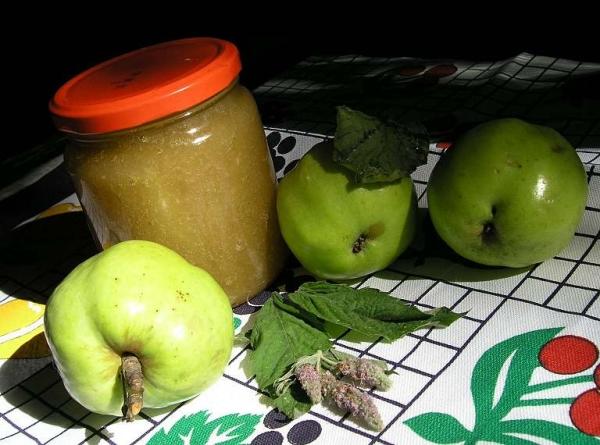 Из незрелых яблок можно приготовить желе и конфитюр