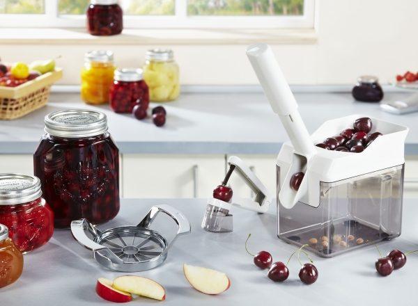 Как извлечь косточки из вишни в домашних условиях: помогут машинки для удаления