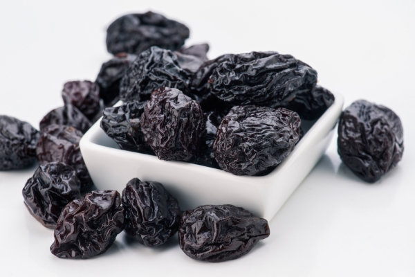 Терапевты и диетологи советуют употреблять чернослив в качестве лекарственного средства при разлмчных заболеваниях и для их профилактики