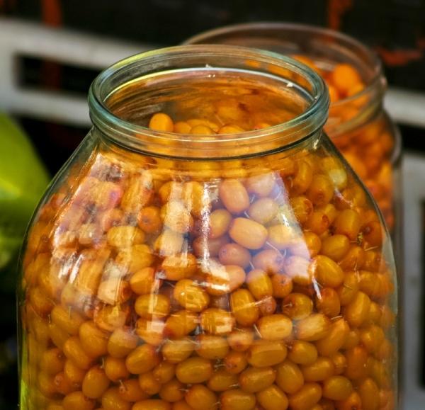 Длительные сроки хранения облепихи достигаются стерилизацией продукта, приготовлением компотов, желе, джемов и т.д.