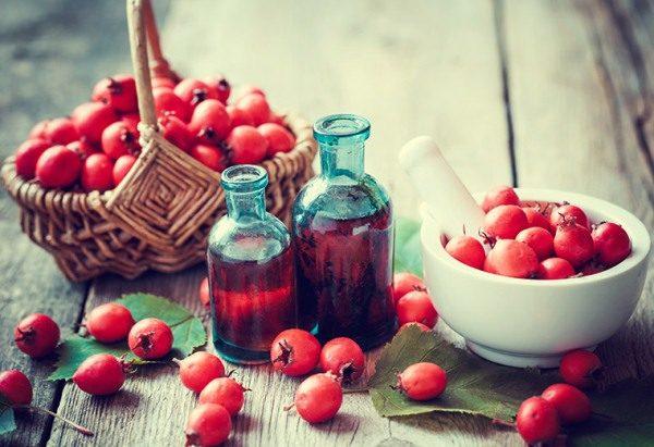 Настойка боярышника обладает успокоительным эффектом, устраняет спазмы, положительно влияет на сердце