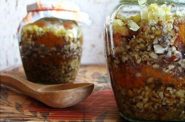 Мед с орехами домашнего приготовления