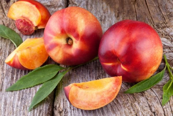 Нектарин является более диетическим продуктом, нежели персик, хотя он и слаще