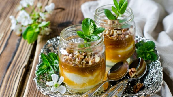 Вкусные орехово-медовый десерт в баночках