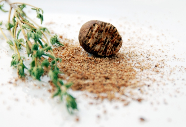 Полезные свойства и противопоказания мускатного ореха, применение в рецептах народной медицины и кулинарии