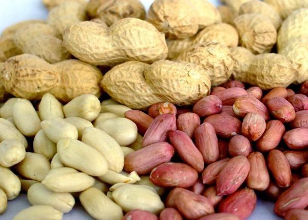 Чищенный и не чищенный арахис