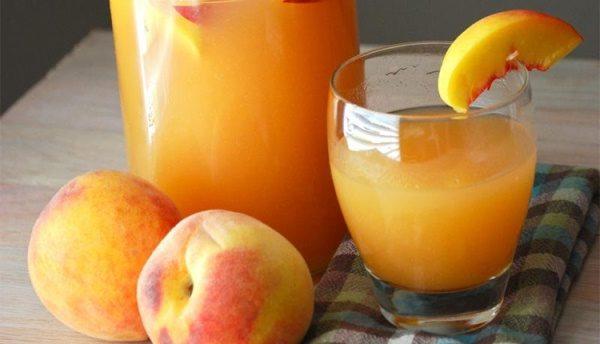 Одним из самых полезных соков в мире считается персиковый сок