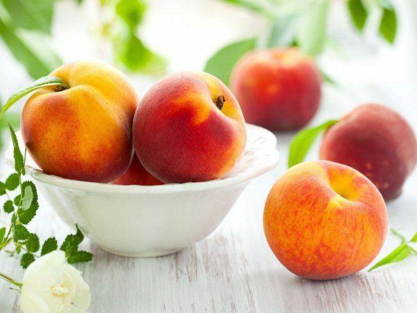 Оздоровительный эффект при употреблении персиков одинаков для мужчин и женщин