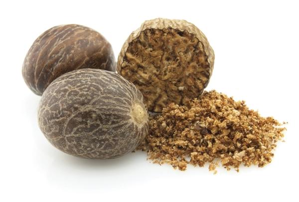 Мускатный орех используют в приготовлении десертов, соусов, колбас и рыбных блюд