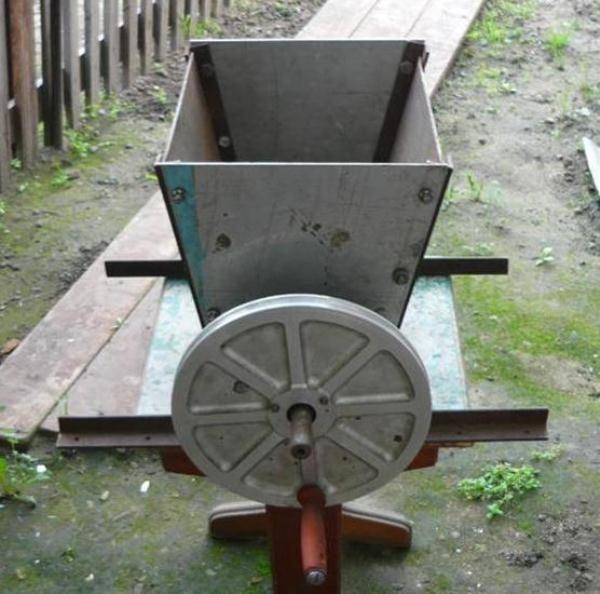 Самодельная машинка для шелушения кедрового ореха