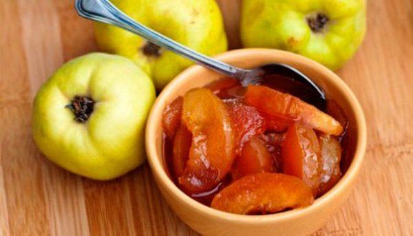Во время беременности при расстройствах работы ЖКТ рекомендуются проваренные плоды Айвы