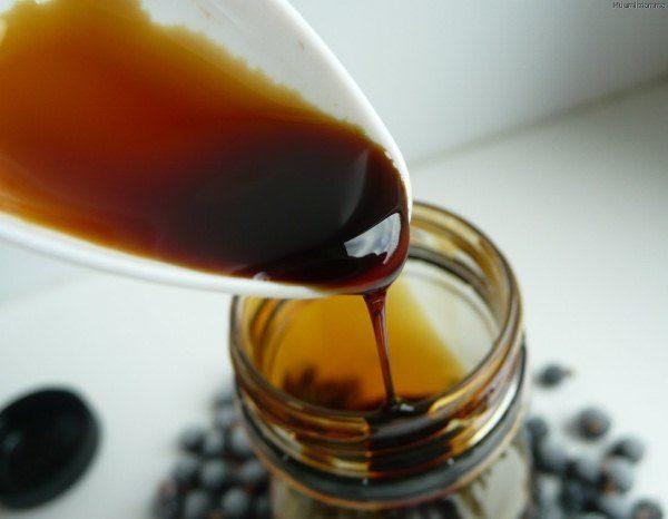 Сироп из ягод шелковицы нельзя употреблять одновременно с другими фруктовыми соками, иначе это приведет к расстройству желудка