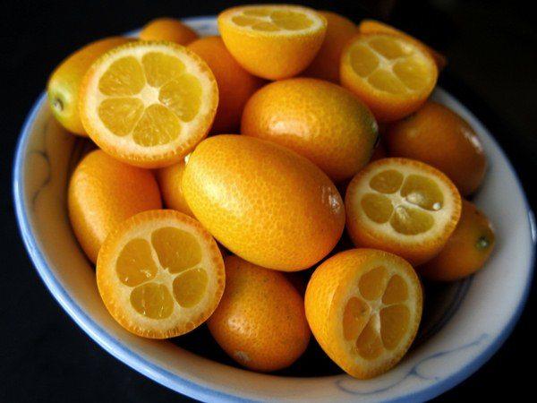 Плод Кумквата содержит 4-7 долек