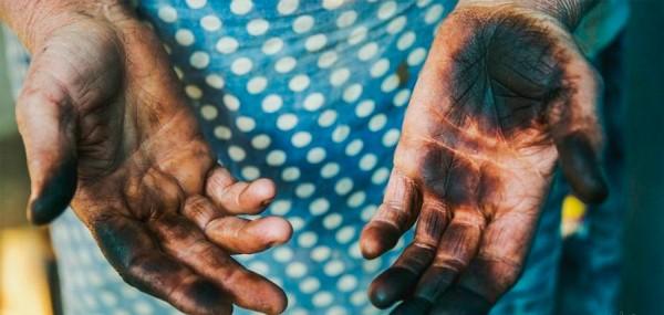 Грязные руки после орехов
