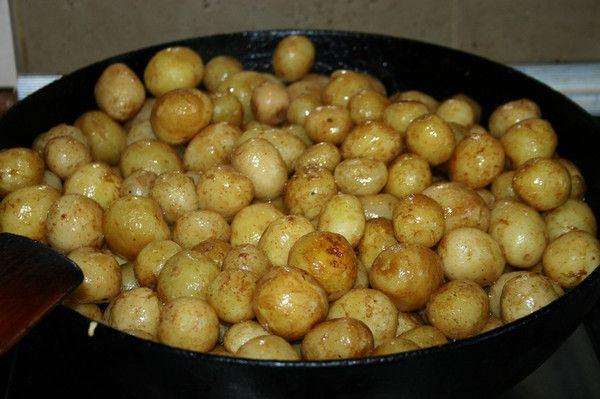 Если молодая картошка нужна для приготовления еды, то ее нужно выкапывать в конце июля