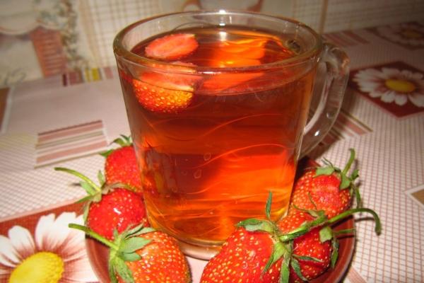 Листья и ягоды клубники используются в народной медицине в виде отвара, чая, настоя