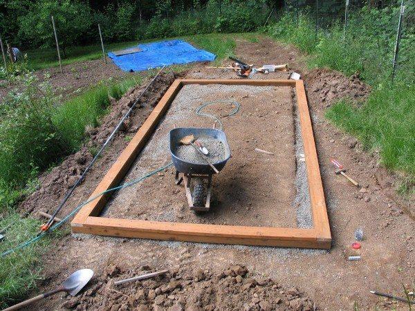 Фундамент для парника из деревянного бруса
