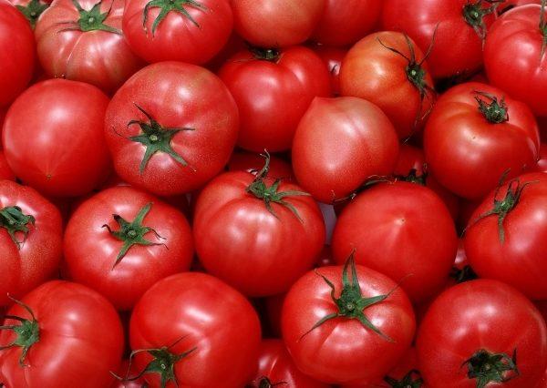 Томат Хали Гали обладает отличительной особенностью - небольшим носиком в нижней части плода