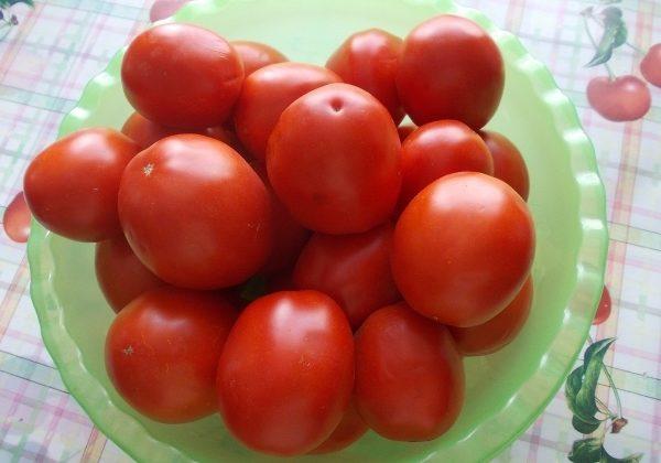 Плоды томата Земляк обладает насыщенным ароматом и отличными вкусовыми качествами