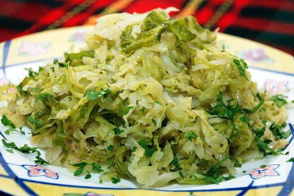 Савойскую капусту нельзя употреблять в пищу при заболеваниях ЖКТ
