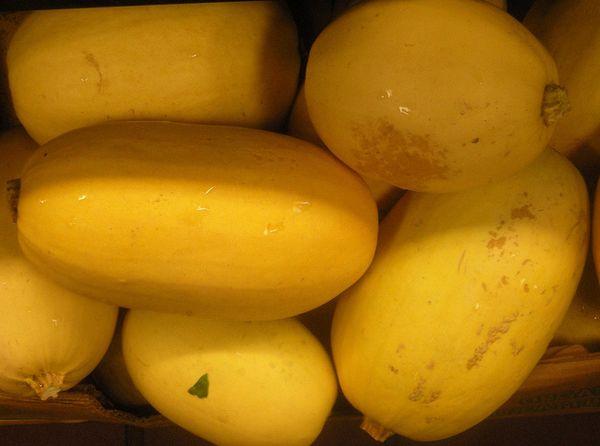 Чтобы получить кабачок с мякотью в форме лапши, придется дождаться сбора осенью