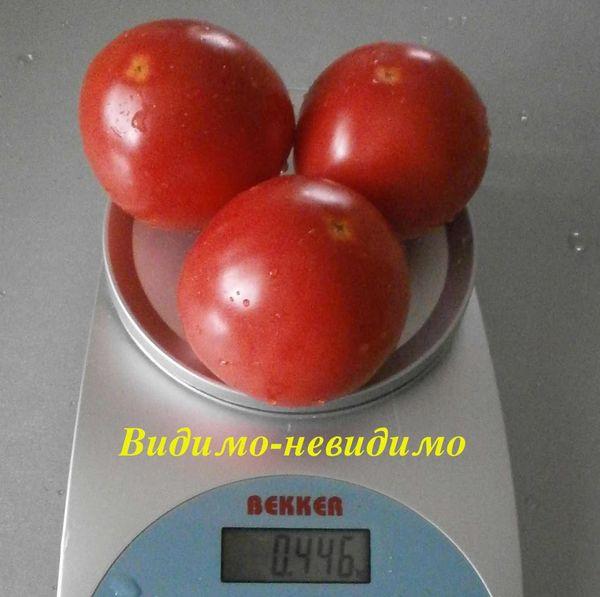 Плоды сорта отличаются округлыми немного сплюснутыми формами
