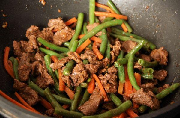 Зеленая фасоль хорошо сочетается и с овощными, и с мясными блюдами