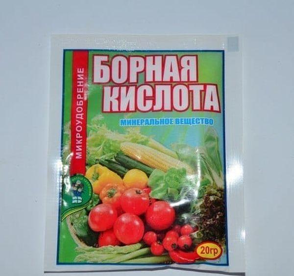 В конце лета в качестве удобрения применяют борную кислоту