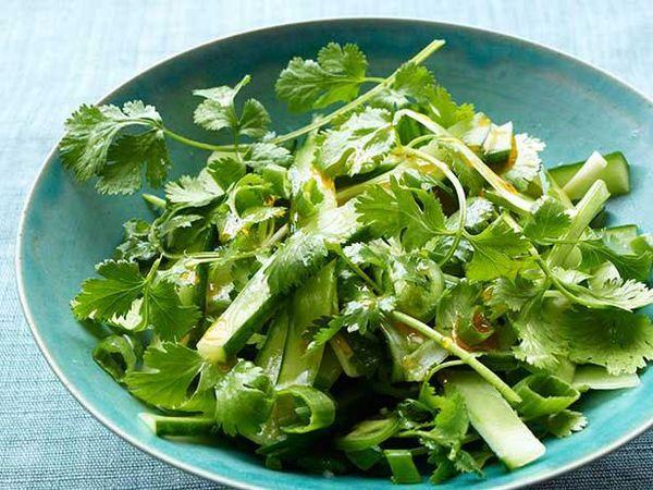 Кинза является низкокалорийным диетическим продуктом
