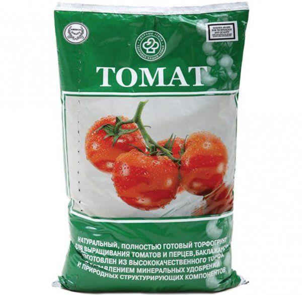 Для высадки и пикировки рассады лучше всего использовать готовый грунт для томатов