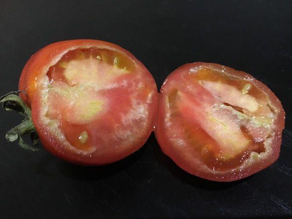 Если томаты не удобрять во время цветения - они вырастут с незрелой сердцевиной