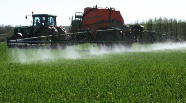 Орошение посевов раствором нитрата аммония