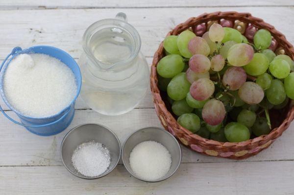 Для приготовления варенья необходим виноград, вода и сахар