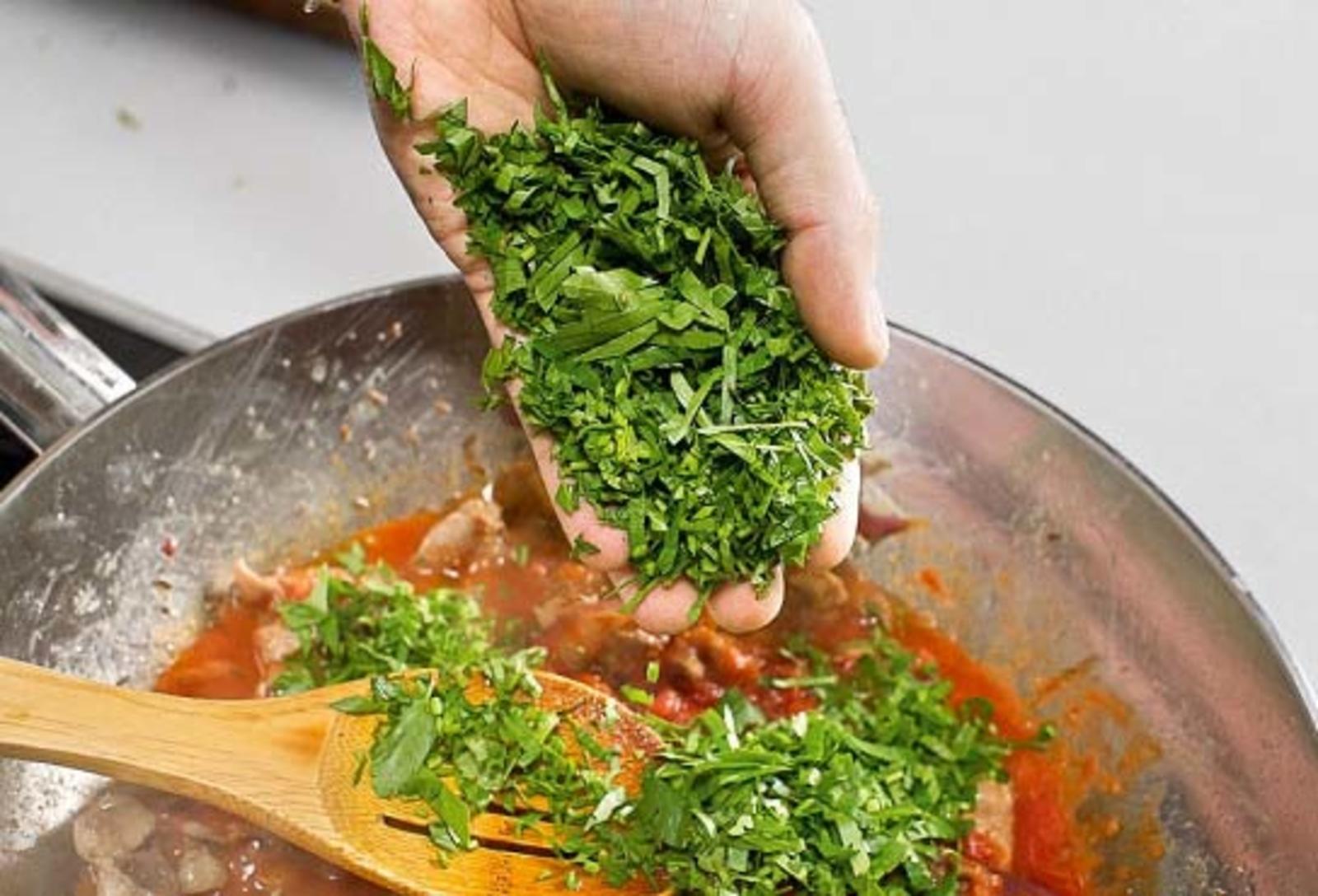 Петрушку стали использовать в пищу в середине 9-го века