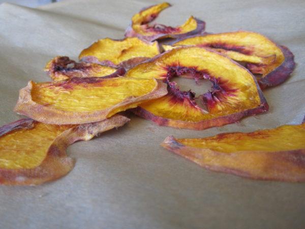 Сушеные на солнце персики